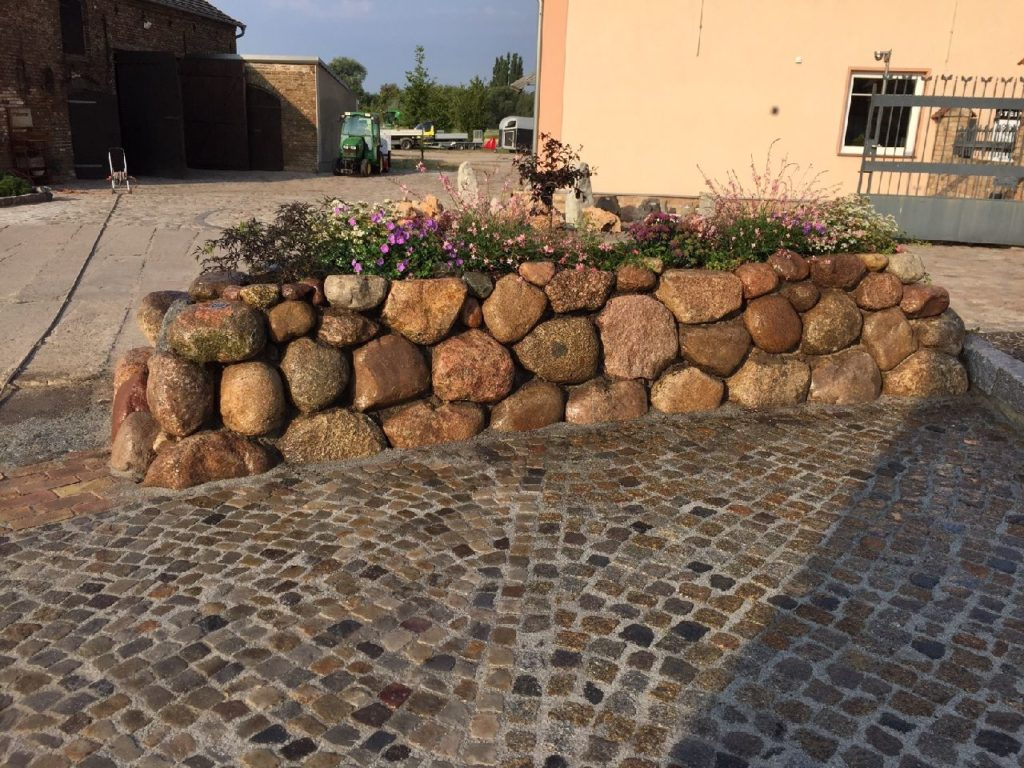 Friesenwall, Findlinge, Kleinpflaster | Granit, Quarzit