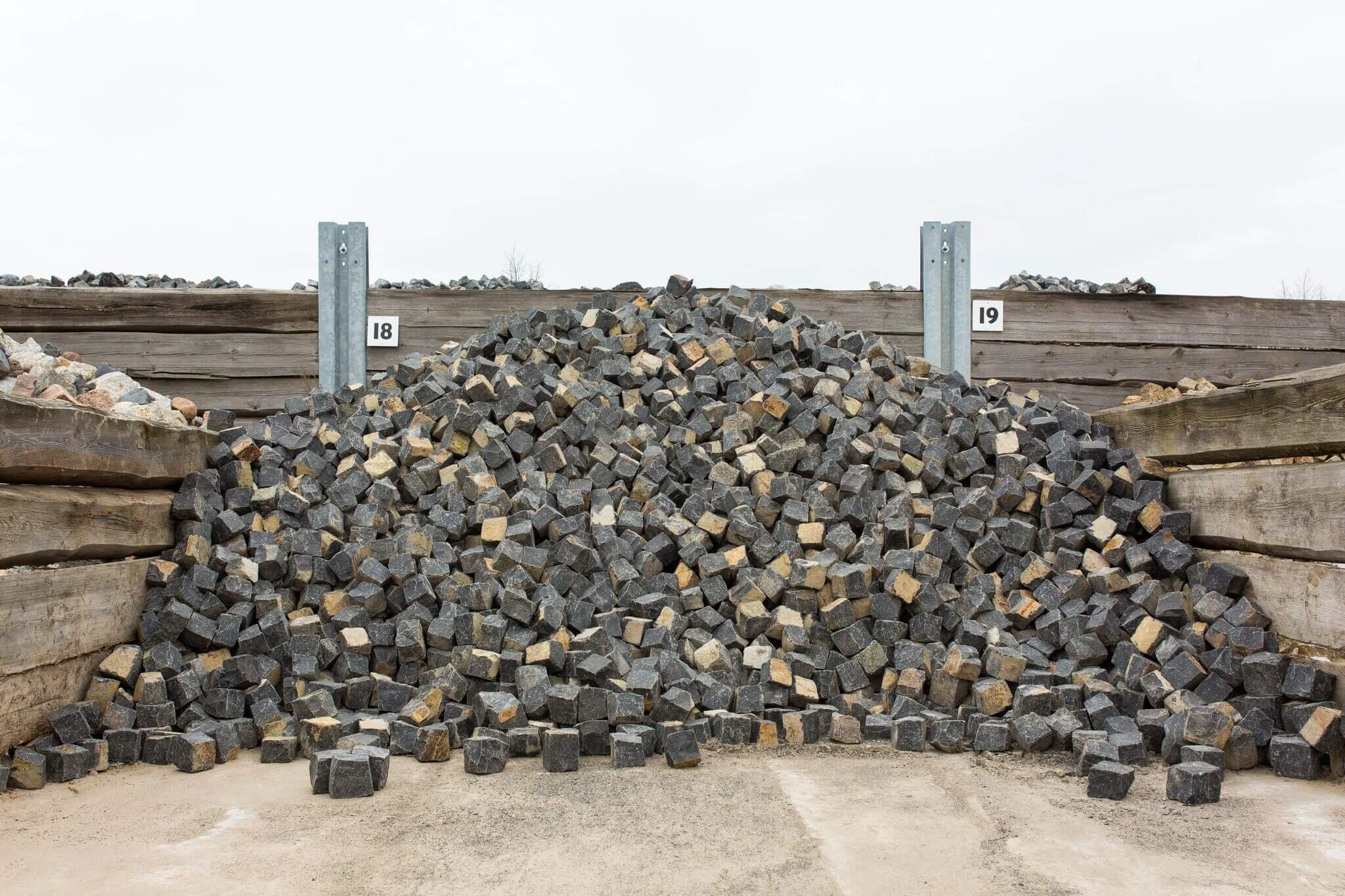 Basalt Kleinpflaster box18 anthrazit 1