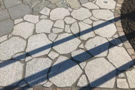 Granit Polygonalplatte hellgrau unregelmäßig gebrochen