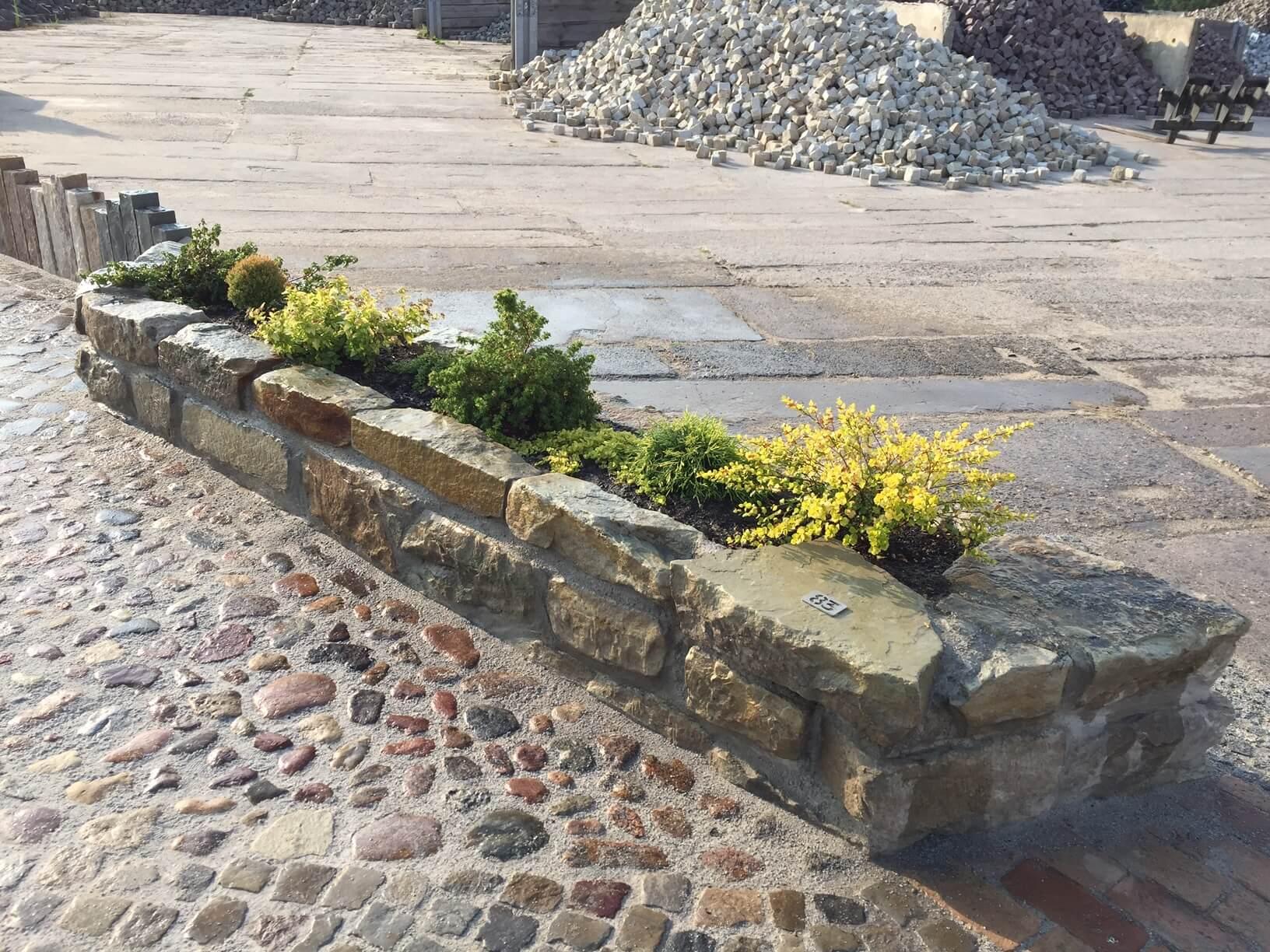 Gebrauchter Sandmauerstein grün-gelblich unregelmäßig