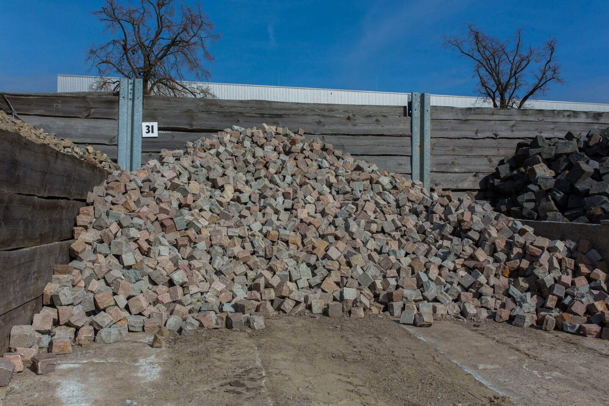 Sandstein Kleinpflaster 10x10x6-8 cm Box 31 bunt 1