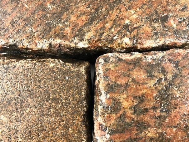 granit-großpflaster-gebraucht-rot-reihenpflaster-box25 (2)