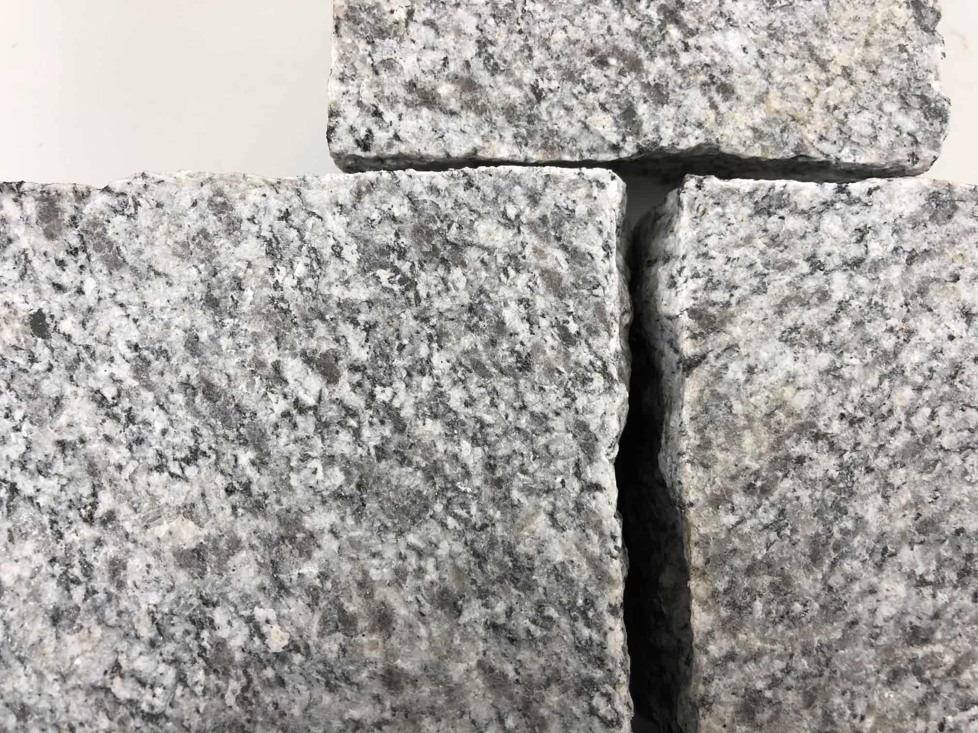granit-kleinpflaster-10-10-8-geflammt-hellgrau (3)