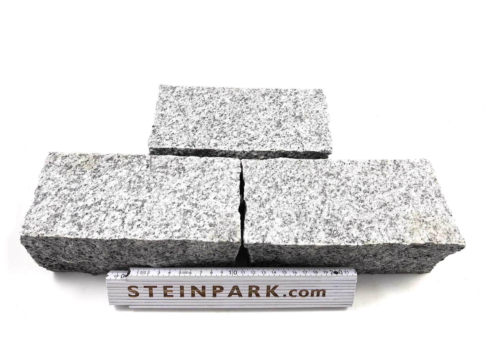 granit-kleinpflaster-20-10-8-geflammt-hellgrau