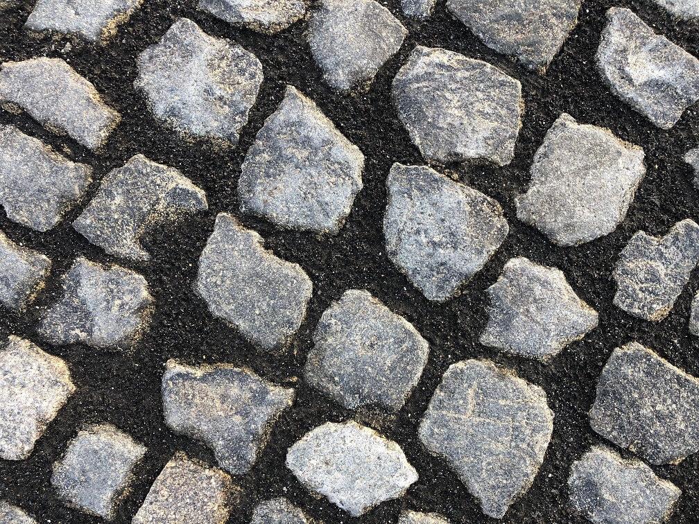 granit-kleinpflaster-anthrazit-unregelmäßig