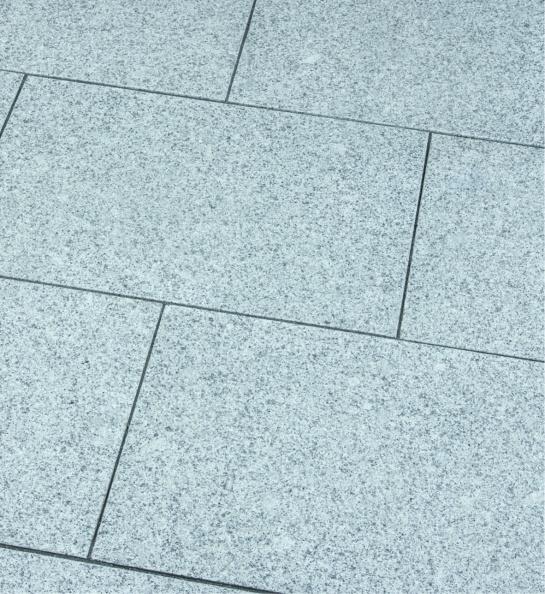 granit-terrassenplatte-hellgrau-allseitig-gesägt