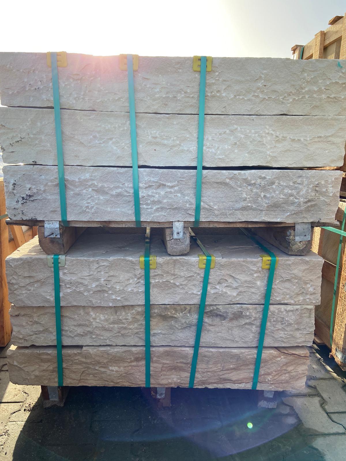 quarz-sandstein-blockstufe-mint-gelb-grün