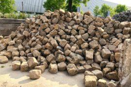 Gebrauchtes Sandsteinbruchmauerwerk unregelmäßig