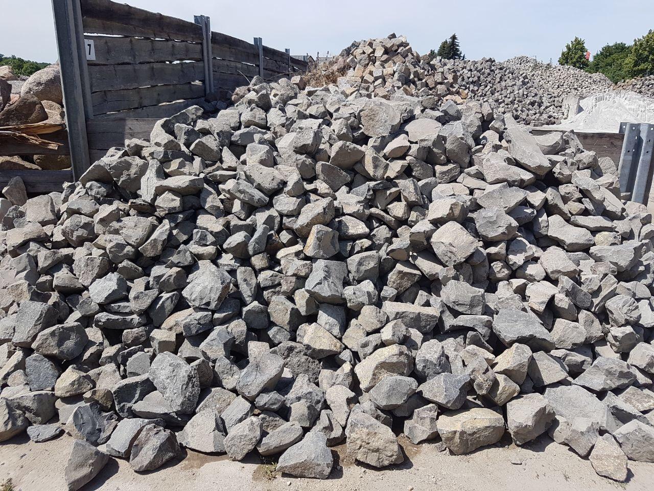 Basalt Böschungssteine