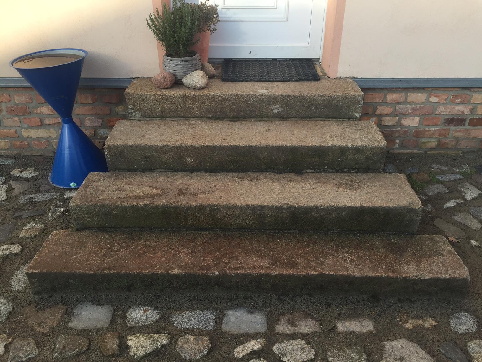Antike Granit Treppenstufen ca. 25x30xfreie Längen grau-gelb