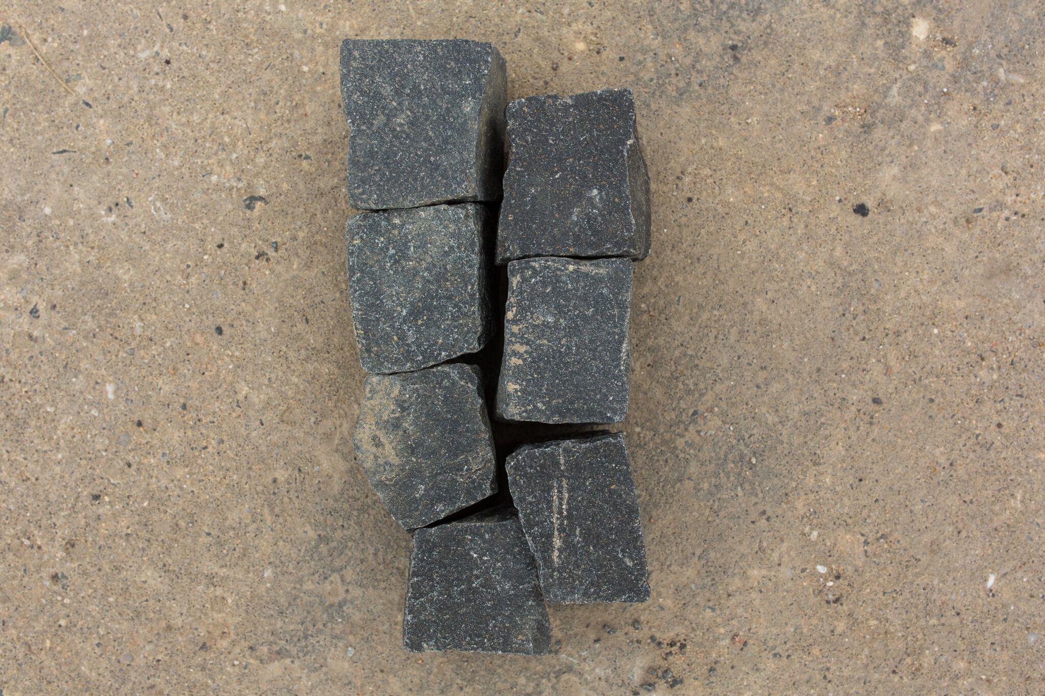 neues basalt mosaikpflaster 4 6 cm reihenf hig. Black Bedroom Furniture Sets. Home Design Ideas