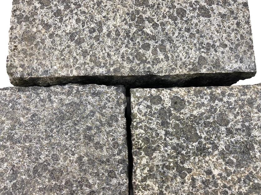 edelpflaster-basanit-anthrazit-18x9x8-gesägt (2)