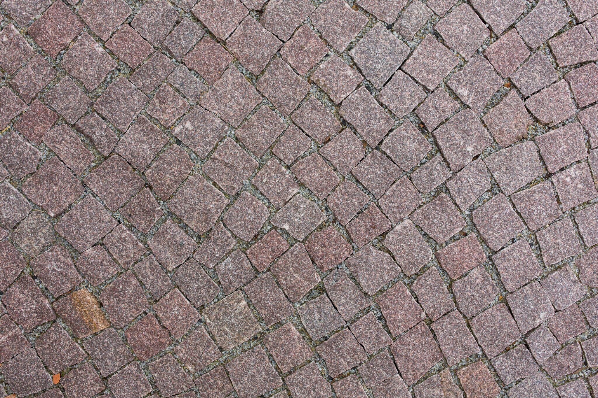 granit mosaikpflaster rötlich 4-6 cm gespalten