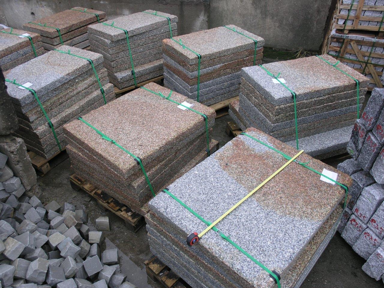 GranitGrauGelbD8cmOFgeflammtKantenAngeknabbertfoto