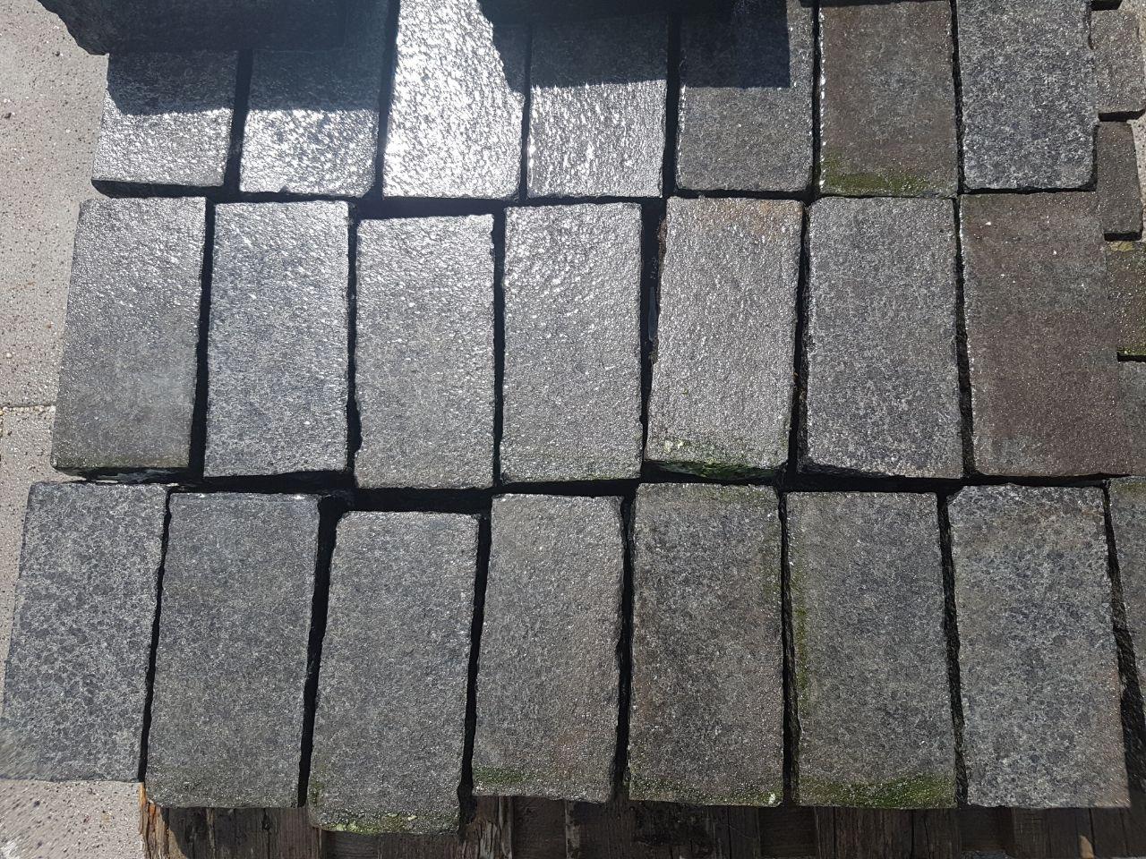 Edelpflaster schwarz 18x9x8 cm gesägt 1
