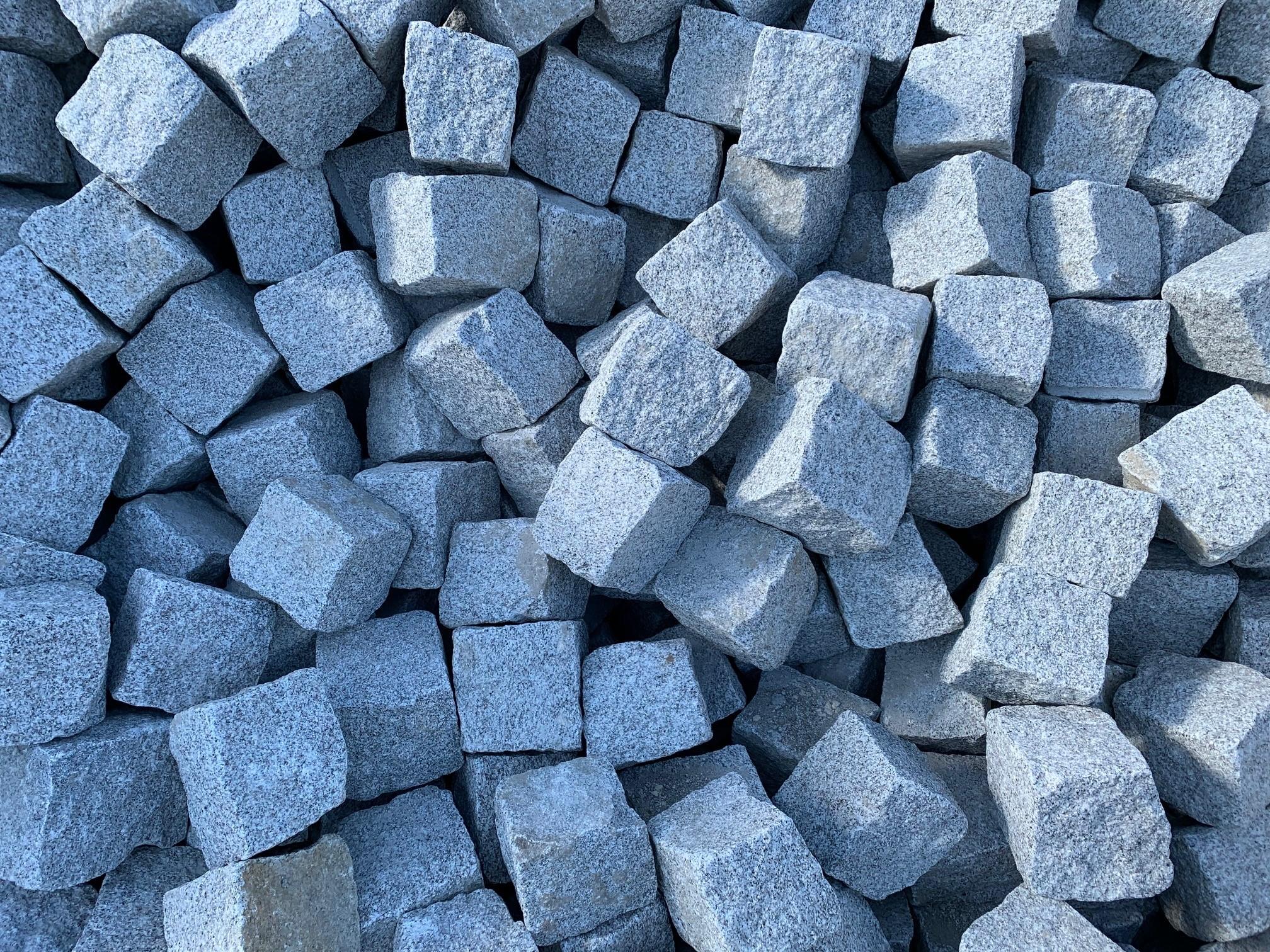 granit-großpflaster-15-17-gespalten-hellgrau-feinkorn2