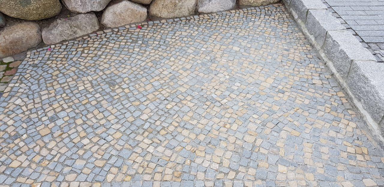 gebrauchtes sandstein mosaikpflaster gelb-grau