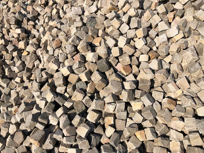 quarzit-kleinpflaster-gebraucht-grau-bunt-gespalten-box79