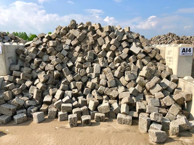 granit-großpflaster-gebraucht-überw. grau-box-a14