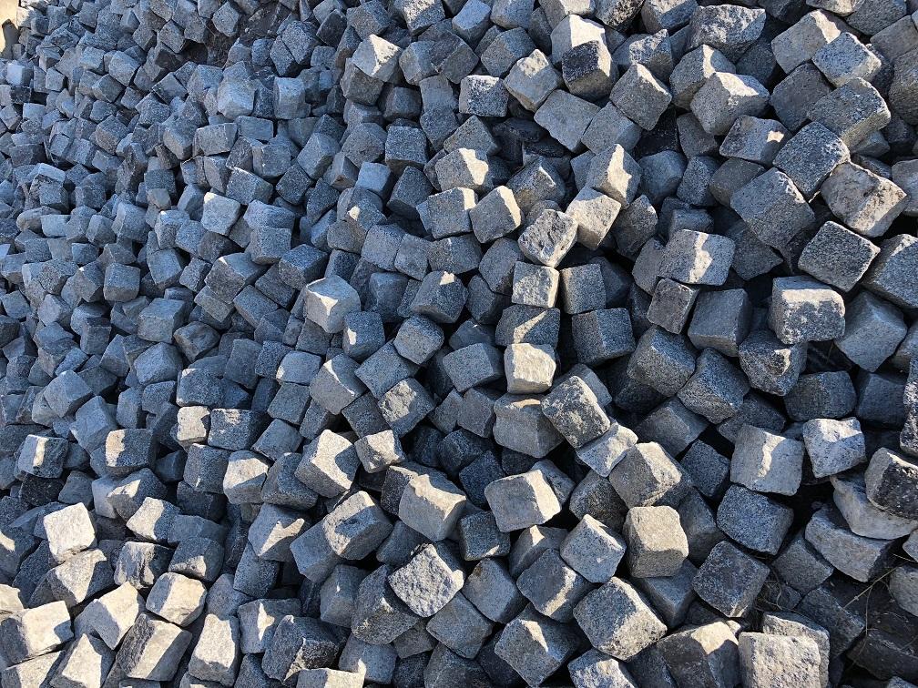 granit-kleinpflaster-8-11-gebraucht-box12-allseitig-gespalten-grau (2)