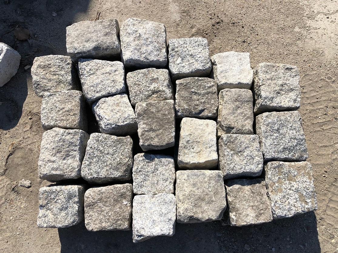 granit-kleinpflaster-8-11-gebraucht-box12-allseitig-gespalten-grau
