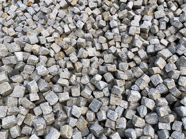 granit-kleinpflaster-gebraucht-box90-überwiegend-grau-gespalten (2)