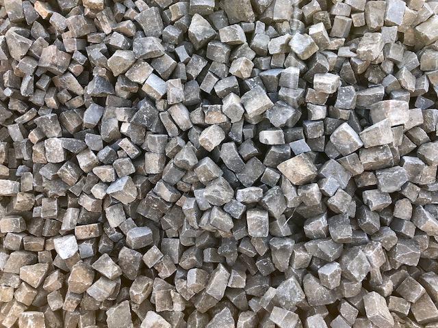 mosaikpflaster-boxA21-bernburger-3-5cm-gespalten-grau