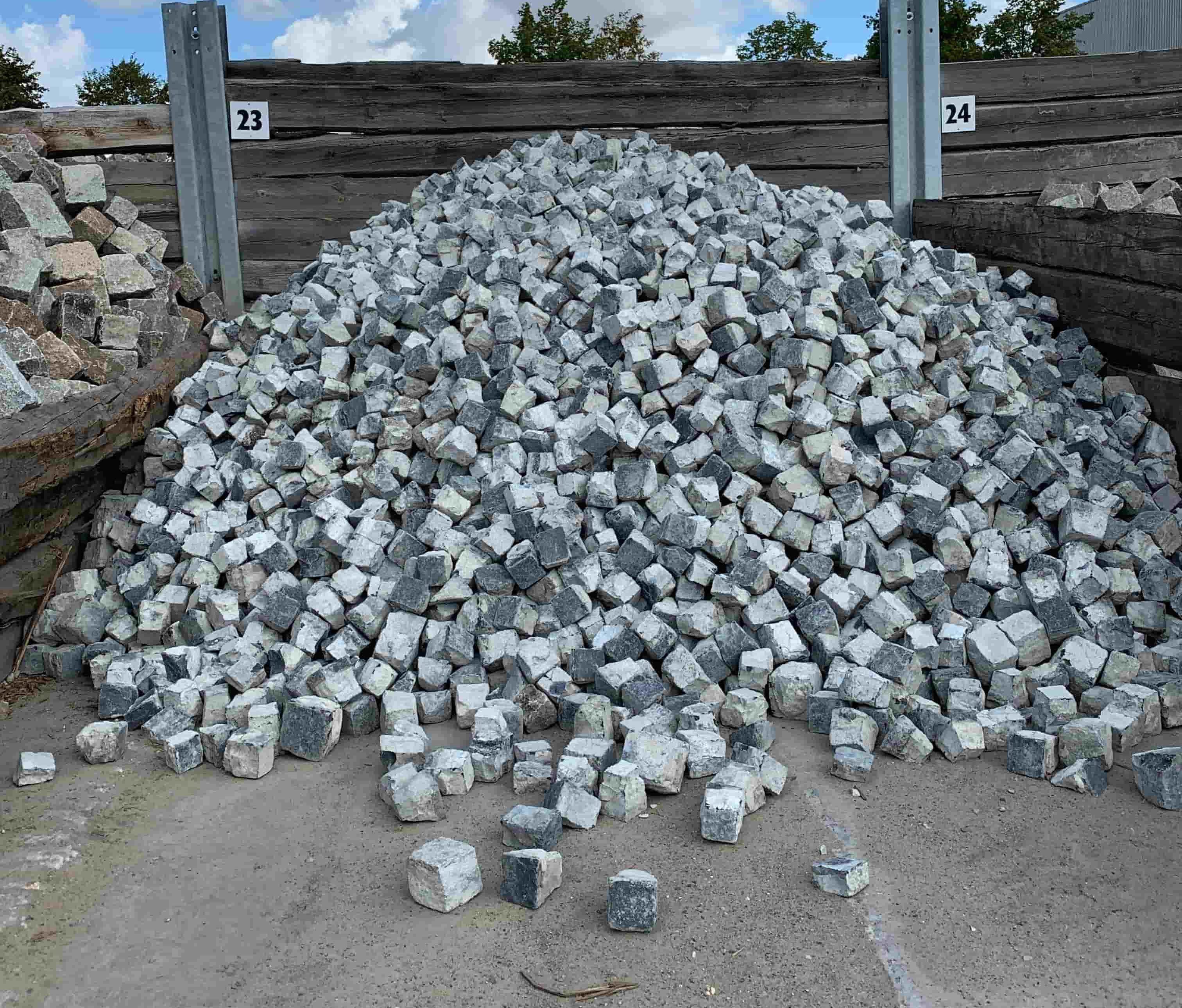 gebrauchtes-basalt-kleinpflaster-8-11-cm