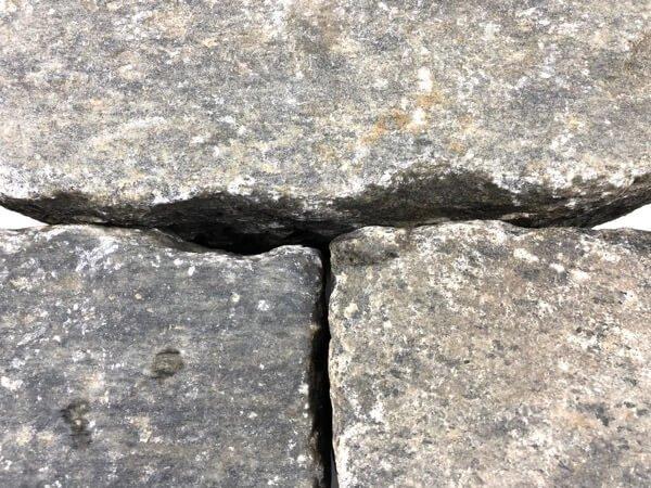 gneis-großpflaster-gebraucht-grau-bunt-reihenpflaster-box8 (2)