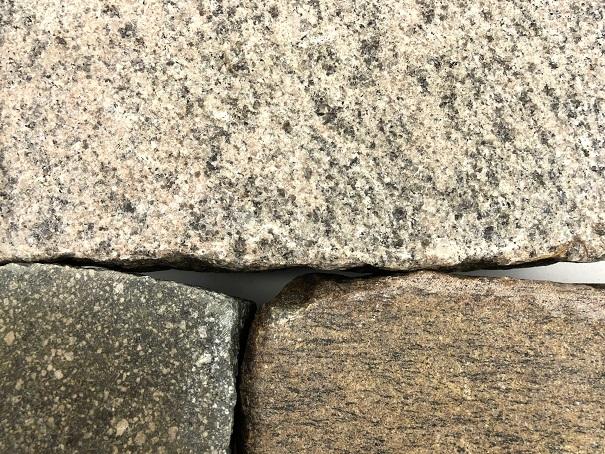 granit-gneis-porphyr-großpflaster-gesägt-geflammt-gebraucht-bunt (2)