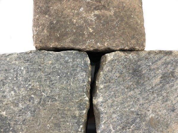granit-großpflaster-gebraucht-rot-buntreihenpflaster-boxA17 (2)