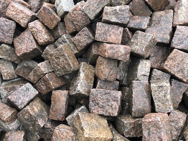 granit-großpflaster-rot-reihenpflaster-gebraucht-box18