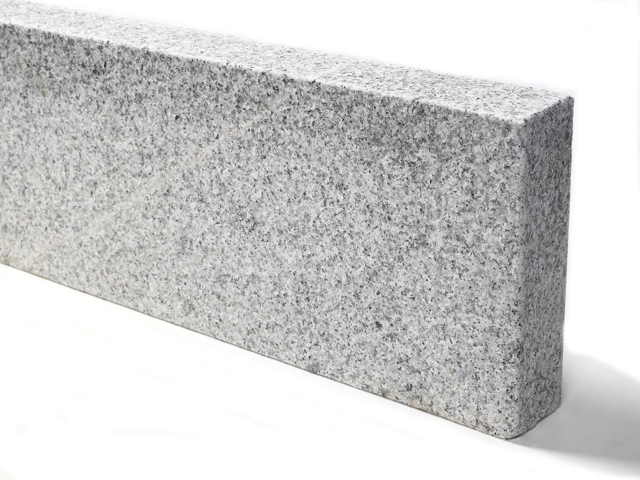 granit-kantenstein-hellgrau-gesa_gt-geflammt