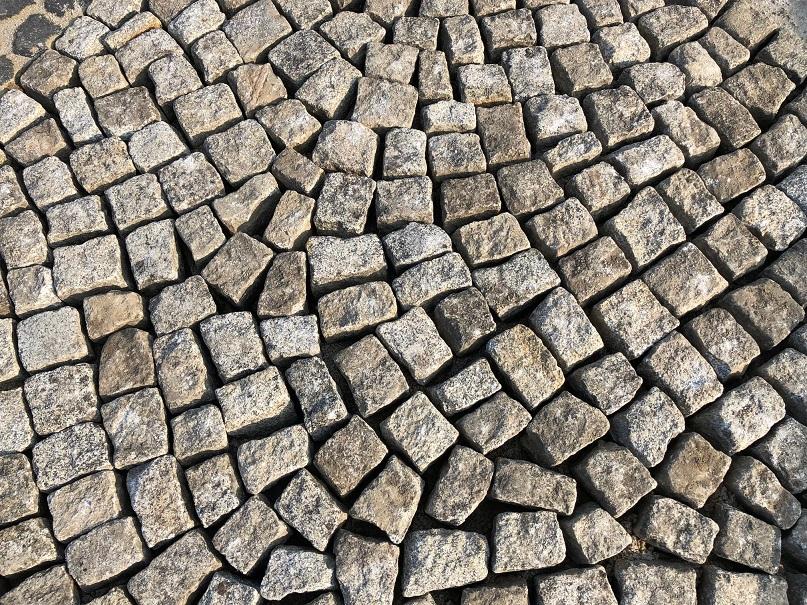 granit-kleinpflaster-gebraucht-box90-allseitig-gespalten-überw.-grau (2)
