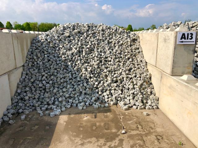 granit-mosaikpflaster-neuware-mittelkorn-a13-grau-gespalten