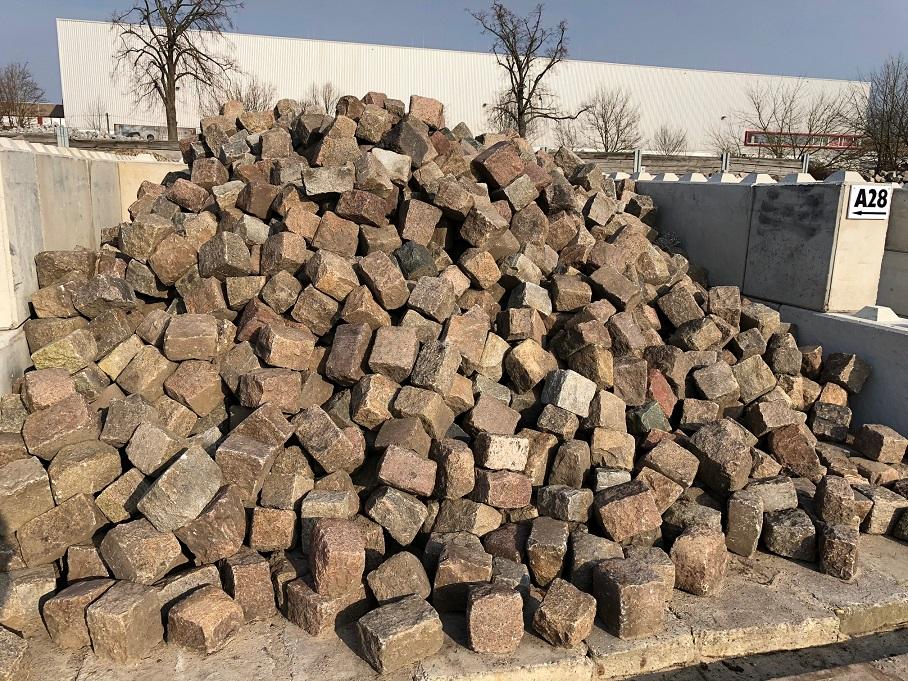 granit-reihengroßpflaster-rot-bunt-gebraucht-box-a28