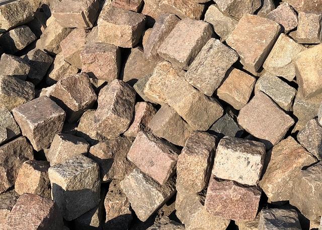 granit-reihengroßpflaster-rot-bunt-gebraucht-box-a28(2)