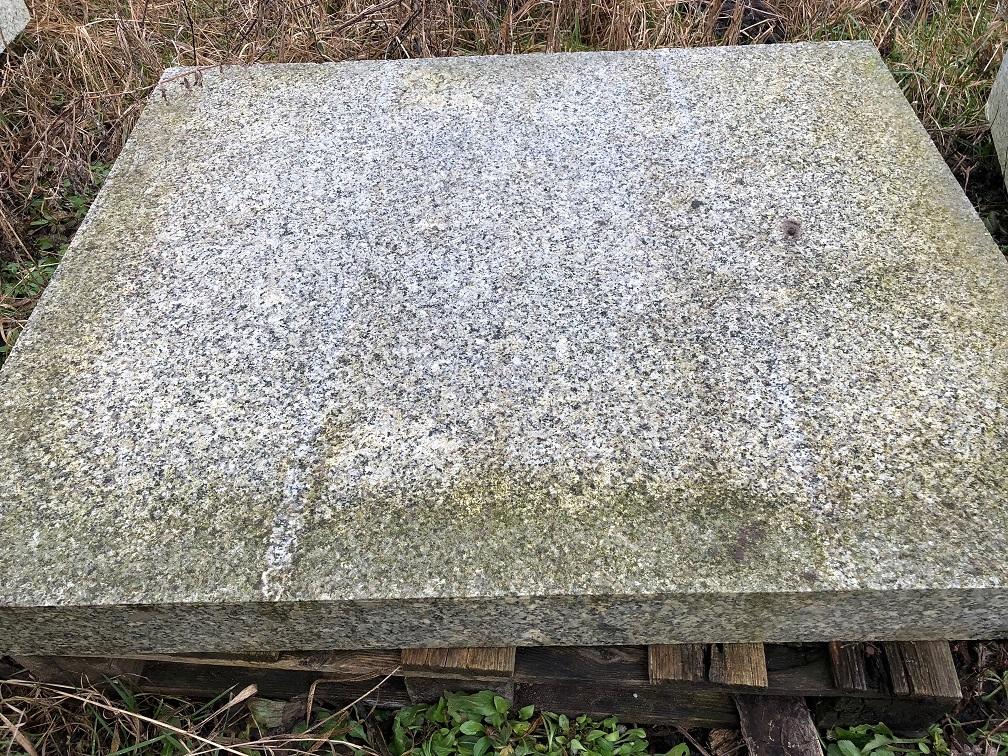 Alte Granitplatten ca. 110x85x10 cm gesägt & gestockt