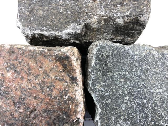 granit-gneis-bindersteine-reihenpflaster-glatte-oberfläche-box29 (2)