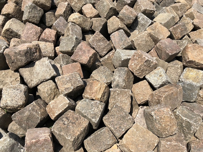 granit-großpflaster-rot-bunt-reihenpflaster-gebraucht (2)