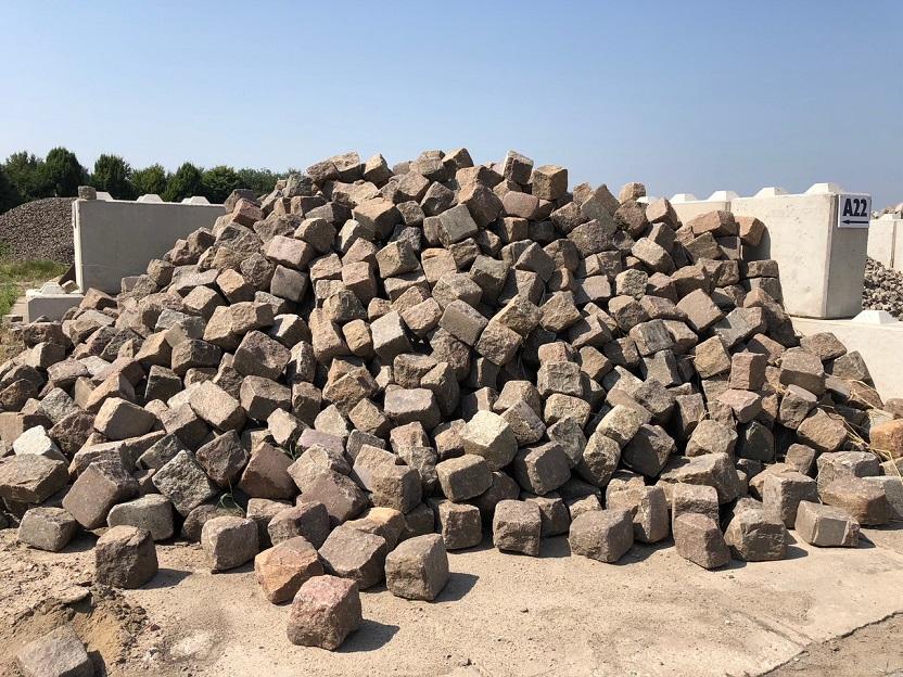 granit-großpflaster-rot-bunt-reihenpflaster-gebraucht