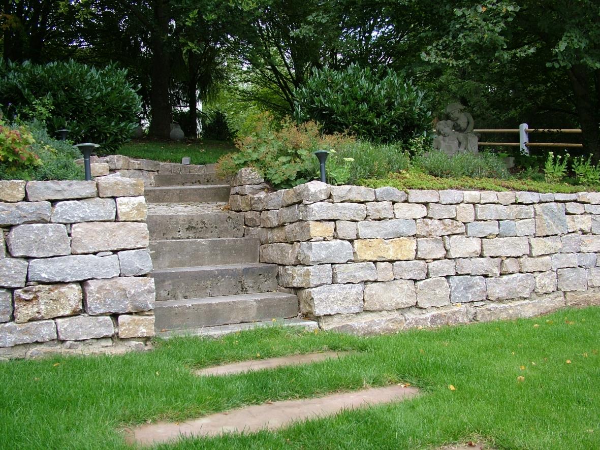 trockenmauer-natur-spaltrauh