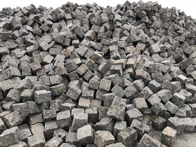 granit-gneis-großpflaster-reihenpflaster-box80-glatte-köpfe (2)