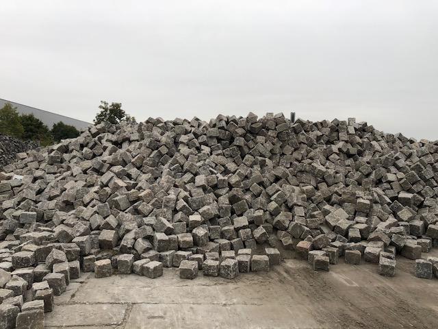 granit-gneis-großpflaster-reihenpflaster-box80-glatte-köpfe