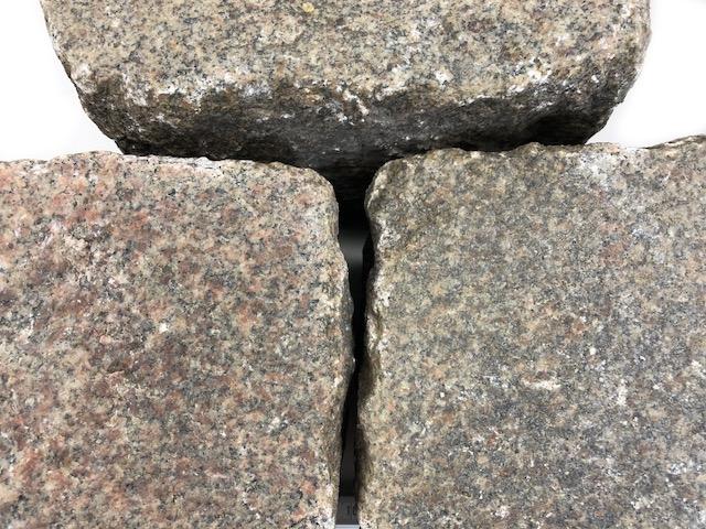 granit-gneis-großpflaster-reihenpflaster-gebraucht-rot-bunt-gespalten-glatte-oberfläche-box80 (1)
