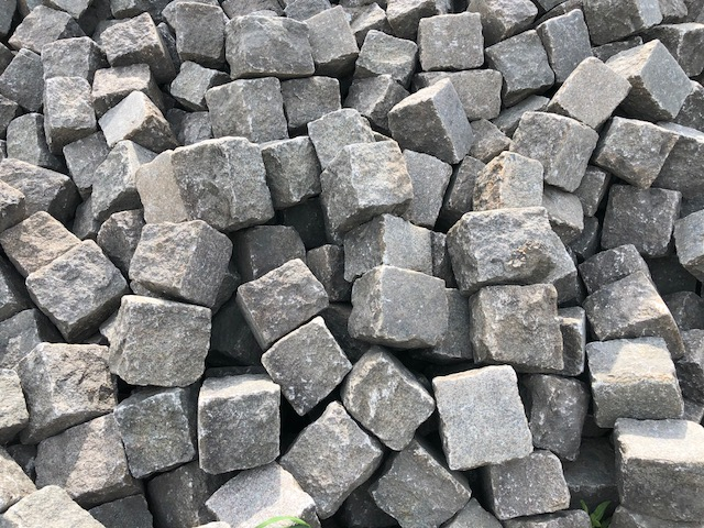 granit-gneis-großpflaster-reihenpflaster-gebraucht-rot-bunt-gespalten-glatte-oberfläche-box80 (4)