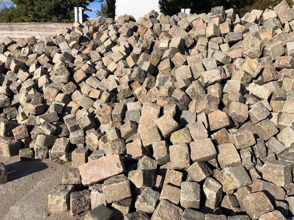 granit-großpflaster-gebraucht-rot-bunt-gespalten-reihenpflaster-box8 (3)