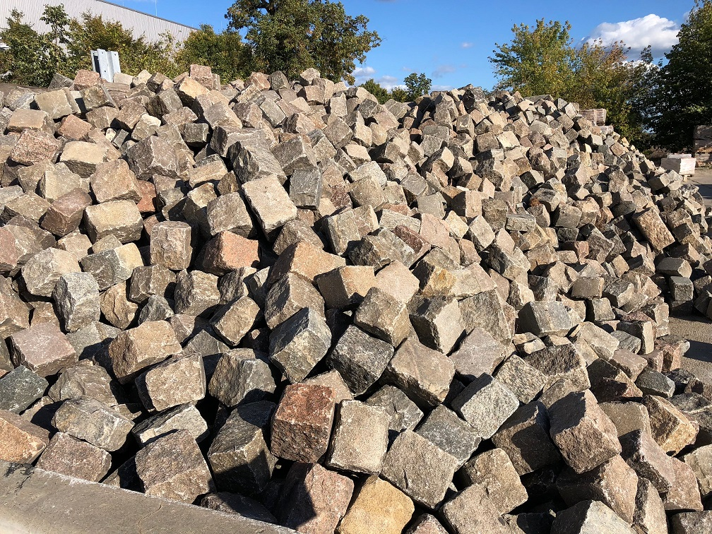 granit-großpflaster-gebraucht-rot-bunt-gespalten-reihenpflaster-box8
