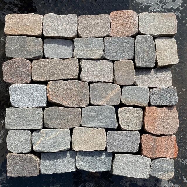 granit-gneis-pflasterplatte-bunt-regelmäßig