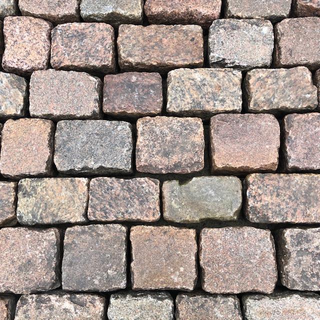 granit-großpflaster-rot-reihenpflaster-glatter-kopf-box1b (3)